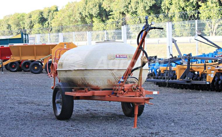 Pulverizador de Fibra 2.000 Litros / Jacto – Usado - Pulverizadores - Jacto - Agrobill - Tratores, Implementos Agrícolas, Pneus
