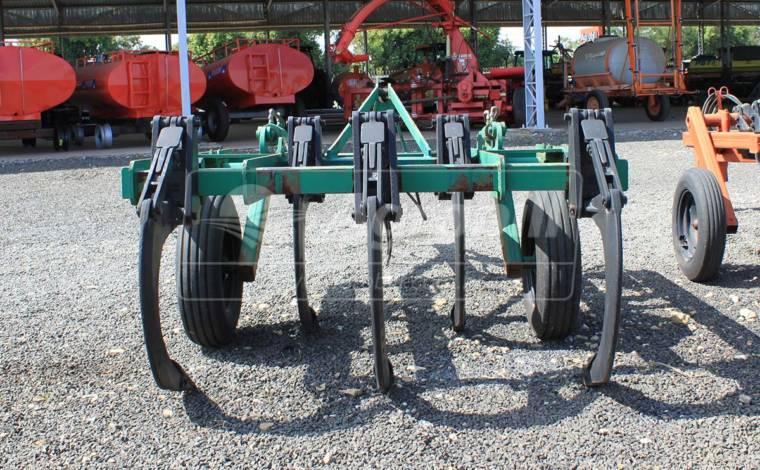 Subsolador AST/MATIC 500 5 Hastes / sem Rolo Destorroador – Tatu > Usado - Subsolador - Tatu Marchesan - Agrobill - Tratores, Implementos Agrícolas, Pneus