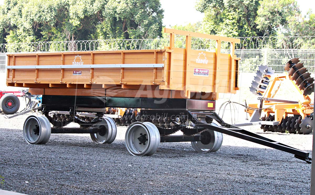 Carreta de Madeira 8 Toneladas 2 Eixos / sem Pneus – Tadeu > Nova - Carreta Agrícola de Madeira - Tadeu - Agrobill - Tratores, Implementos Agrícolas, Pneus