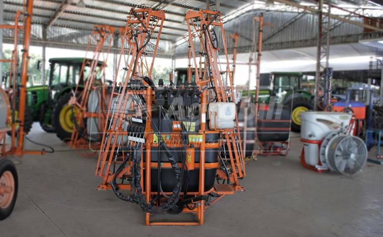 Pulverizador Condor Pec 600 Litros AM 12 de Barras – Usado - Pulverizadores - Adventure - Agrobill - Tratores, Implementos Agrícolas, Pneus