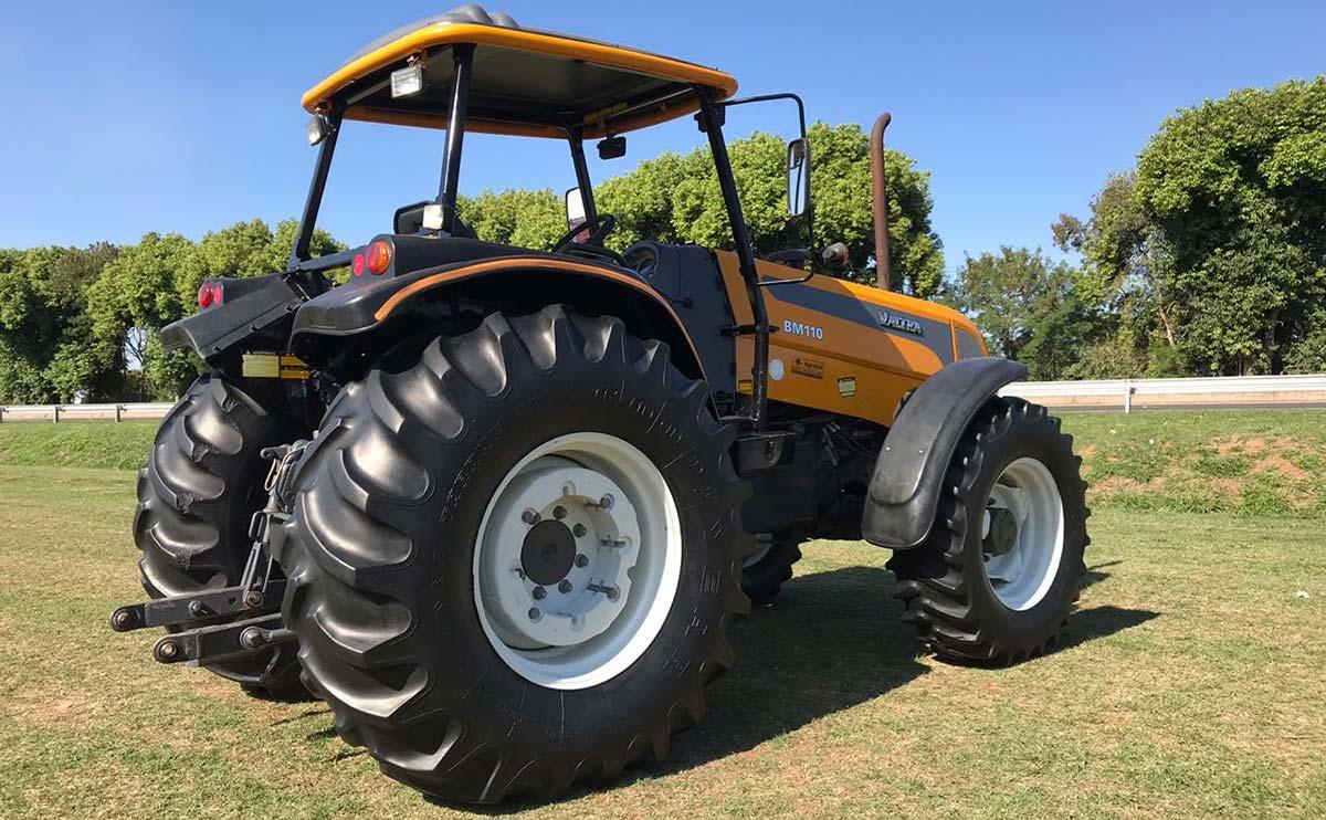 Trator Valtra BM 110 4×4 ano 2013 - Tratores - Valtra - Agrobill - Tratores, Implementos Agrícolas, Pneus