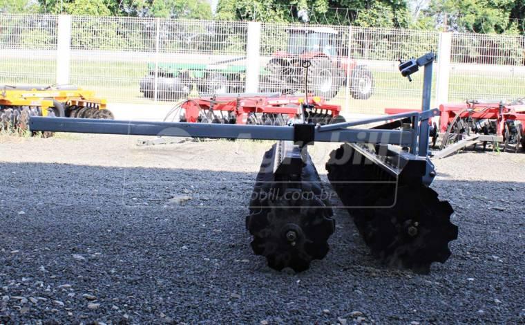 Grade Niveladora Super Peixe SP 42 x 22″ x 175 mm com Discos Recortados- Baldan > Nova - Grades Niveladoras - Baldan - Agrobill - Tratores, Implementos Agrícolas, Pneus