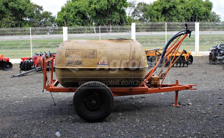 Tanque / Pulverizador de Fibra 2.000 Litros / com Bomba –  Jacto > Usado - Tanque de Água - Jacto - Agrobill - Tratores, Implementos Agrícolas, Pneus
