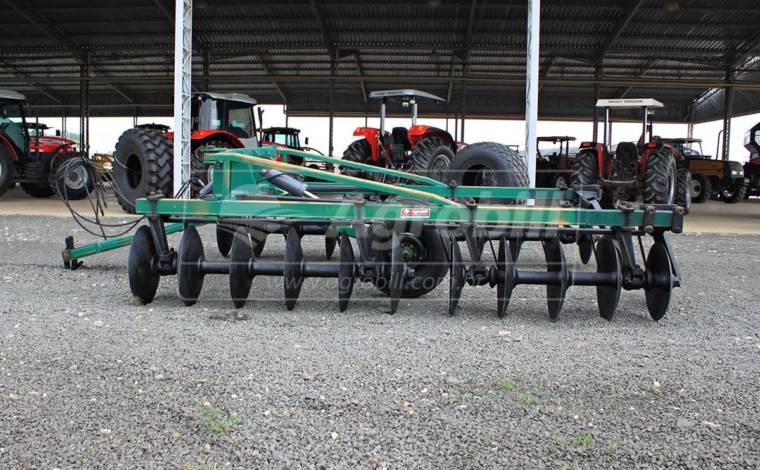 Terraceador Agrícola de Arrasto TSTA 22 Discos – Tatu > Usado. - Terraceador - Tatu Marchesan - Agrobill - Tratores, Implementos Agrícolas, Pneus