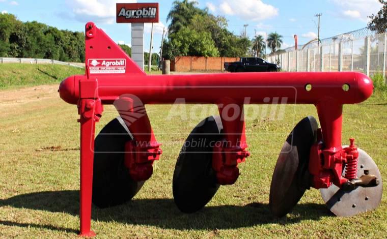 Arado Fixo 3 Discos – Massey Ferguson > Usado - Arado de Discos e Aivecas - Baldan - Agrobill - Tratores, Implementos Agrícolas, Pneus