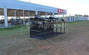Garfo de Silagem para Conjuntos PCAL 400/600/800/1000 – Almeida > Novo - Acessórios para Plainas Dianteiras - Almeida - Agrobill - Tratores, Implementos Agrícolas, Pneus
