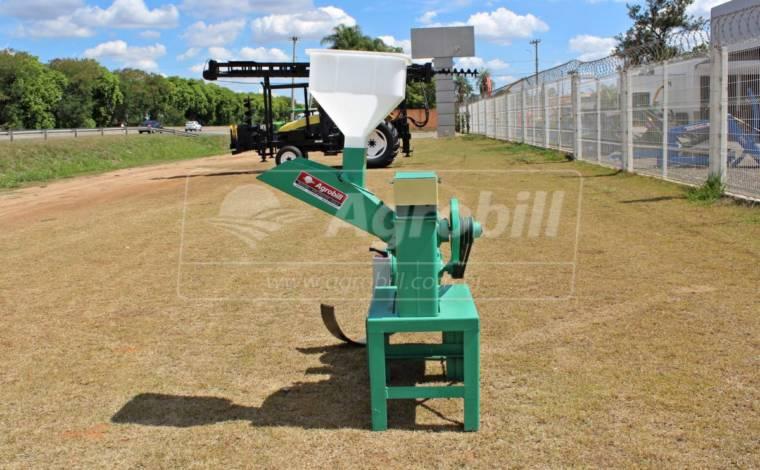 Triturador/Desintegrador DPM-4 – Nogueira > Usado - Triturador / Triturador de Galhos - Nogueira - Agrobill - Tratores, Implementos Agrícolas, Pneus