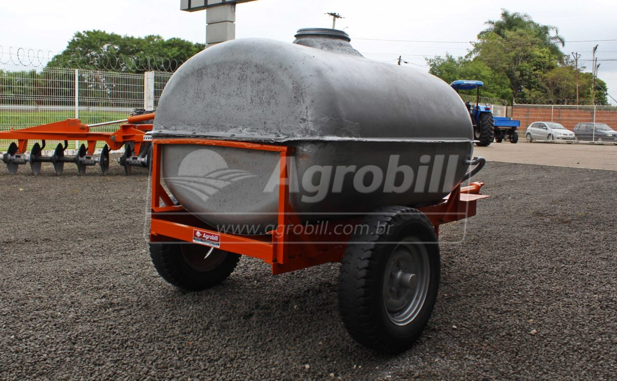 Tanque de Água 2000L – Jacto > Usado - Tanque de Água - Jacto - Agrobill - Tratores, Implementos Agrícolas, Pneus