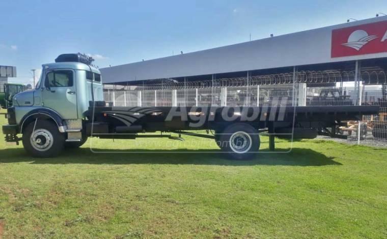 Caminhão MB 1518 no toco, Reduzido ano 1988 na Gaiola Boiadeira. - Veículos - Mercedes-Benz - Agrobill - Tratores, Implementos Agrícolas, Pneus