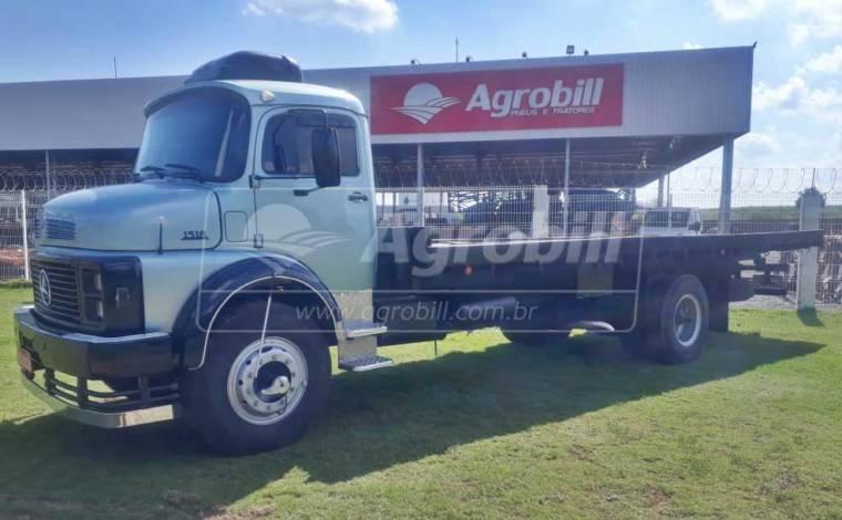 Caminhão MB 1518 no toco, Reduzido ano 1988 na Gaiola Boiadeira. - Caminhões - Mercedes-Benz - Agrobill - Tratores, Implementos Agrícolas, Pneus