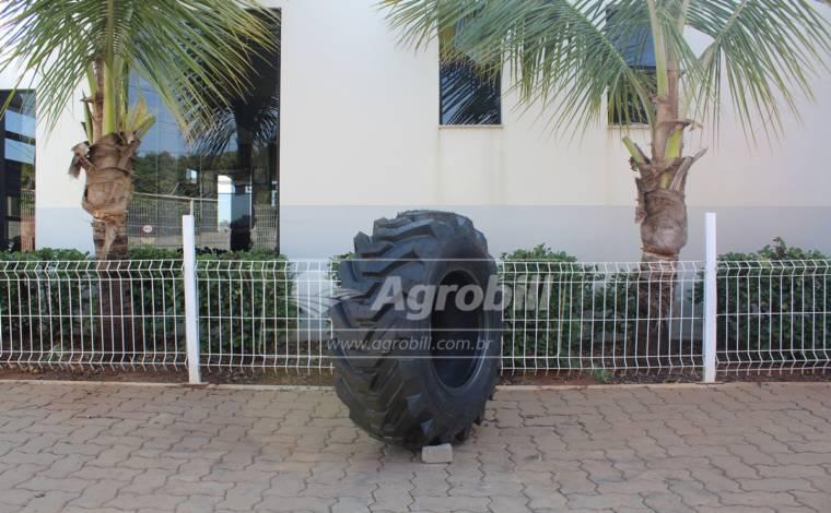 Pneu 12.5/80×18 / 12 Lonas – Cinborg > Novo * Preço Avista Para Retirada Em Loja * - 12.5/80x18 - Cinborg - Agrobill - Tratores, Implementos Agrícolas, Pneus