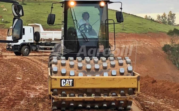 Rolo compactador CATERPILLAR CP54B  CAT ANO 2016 - Tratores - Caterpillar - Agrobill - Tratores, Implementos Agrícolas, Pneus