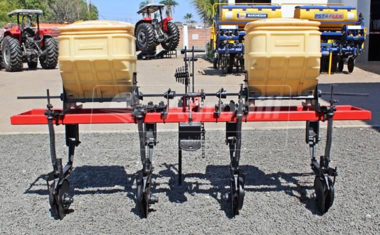 Cultivador Adubador 2 caixotes 4 linhas – Baldan > Usado - Cultivadores - Baldan - Agrobill - Tratores, Implementos Agrícolas, Pneus