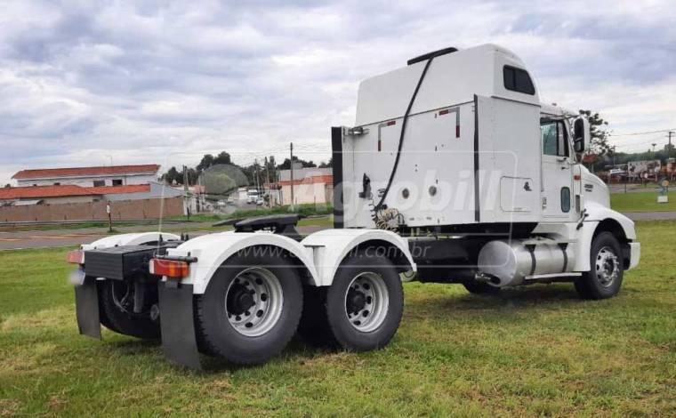Caminhão Navistar Internacional 9200 6×2 Ano 2000 > Usado - Caminhões - Navistar - Agrobill - Tratores, Implementos Agrícolas, Pneus