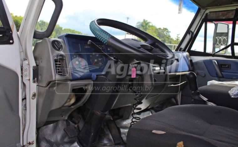 Caminhão Volkswagen 7100 Ano 2001 com Báu > Usado - Caminhões - Volkswagem - Agrobill - Tratores, Implementos Agrícolas, Pneus