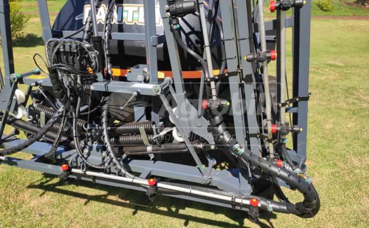 Pulverizador 2400 Litros BH Três Dobras com Barras de 16M / Bijet / Bomba JP 75 / Comando 4 vias / Kit Reabastecedor / com Pneus – Panter > Novo - Pulverizadores - Panter - Agrobill - Tratores, Implementos Agrícolas, Pneus