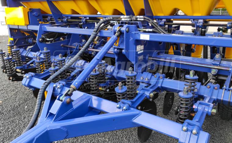 Plantadeira PST Plus Flex 4845/10 linhas de 50 / Marcador hidráulico / Disco de corte 20″ / CSU Titanium – TATU > Novo - Plantadeiras - Tatu Marchesan - Agrobill - Tratores, Implementos Agrícolas, Pneus
