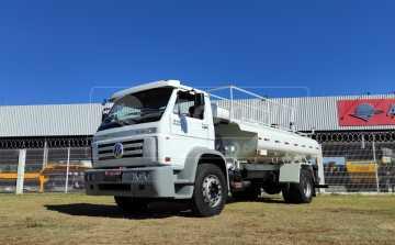 Caminhão Volkswagem 15-180 E Worker 4×2 ano 2009 Equipado com Tanque pipa de 15.000 litros > Usado - Caminhões - Volkswagem - Agrobill - Tratores, Implementos Agrícolas, Pneus