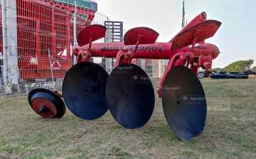 Arado Fixo 3 Discos – Massey Ferguson > Usado - Arado de Discos e Aivecas - Massey Ferguson - Agrobill - Tratores, Implementos Agrícolas, Pneus