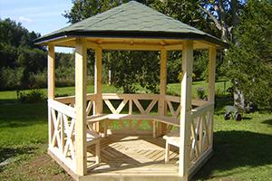 kiosque bois extérieur