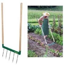 herramientas para el huerto: horca de doble mango