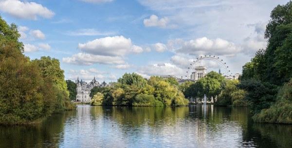 Vista de House Guard y The London Eyr desde St. James's Park (Fuente: www.wikipedia.org)