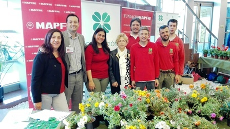 Venta de productos de la Fundación Trébol en colaboración con MAPFRE