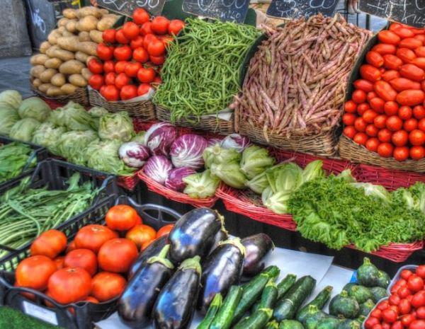 Achicoria roja en el mercado
