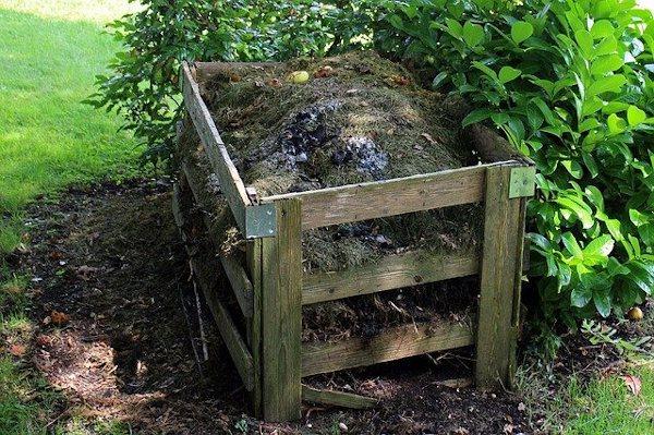 Compostera casera hecha con tablas