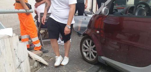 Auto sbatte nei pressi dell'ufficio postale, ferita una donna a Nola