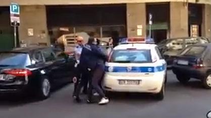 vigili_urbani_arrestano_immigrato (1)