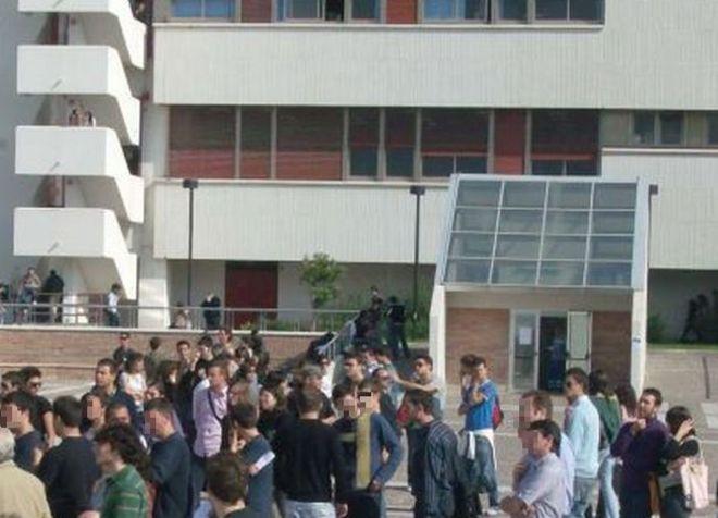 sal :corteo studenti all' università di fisciano