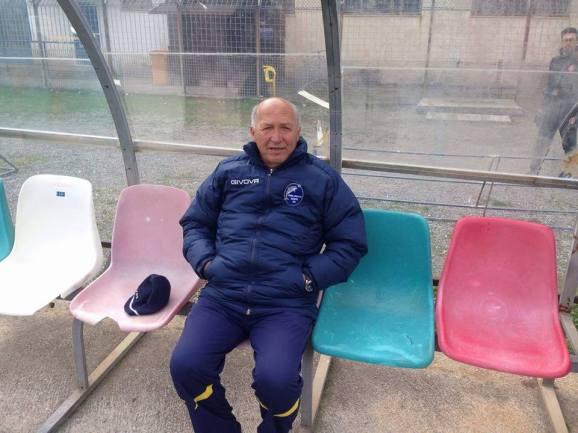 Pasquale Santosuosso sulla panchina dello stadio di Paola dove l'Agropoli ha vinto per 1-2