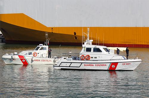 Guardia_Costiera_Barca_avaria