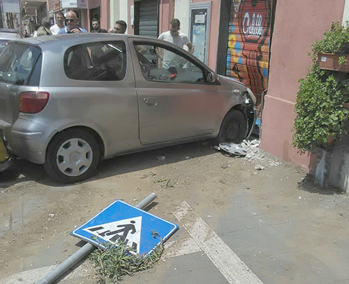 Auto_fuori_strada_Pontecagnano_2-1