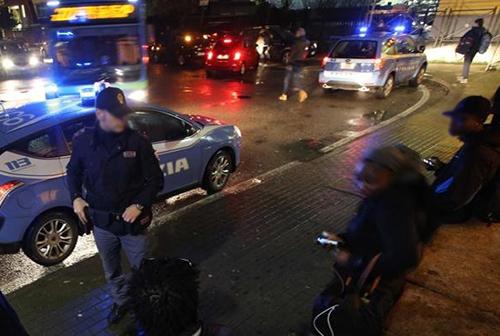 fermata-del-bus-polizia-notte