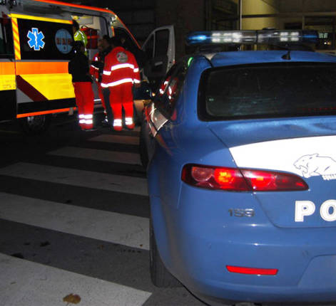 ambulanza-polizia-notte-evidenza