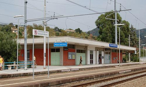 Stazione_di_Policastro_Bussentino_fv12_9_08