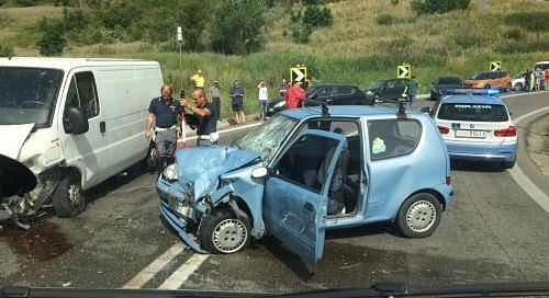 incidente-stradale-auto-polizia-1.jpg