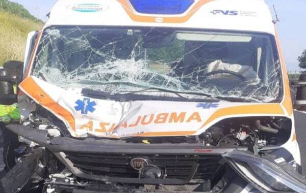ambulanza-a2-incidente