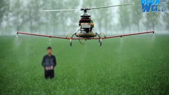 Canggih pemupukan padi menggunakan drone, mau uji coba ?