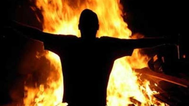 شخص يُضرم النار في جسده بطانطان