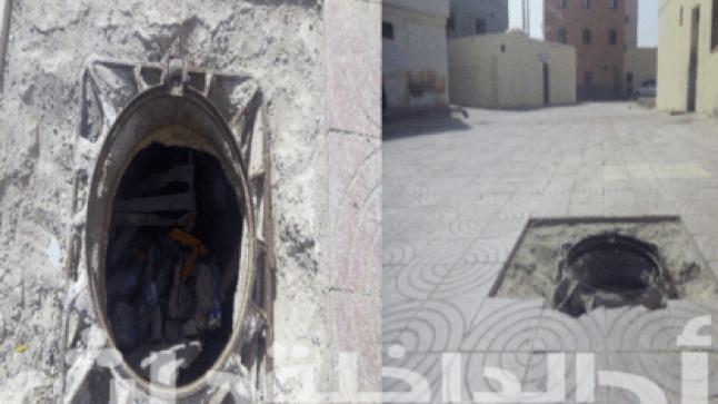 خطيـر.. بالوعة الصرف الصحي بدون غطاء تهدد سلامة الاطفال بحي اكسيكيسات
