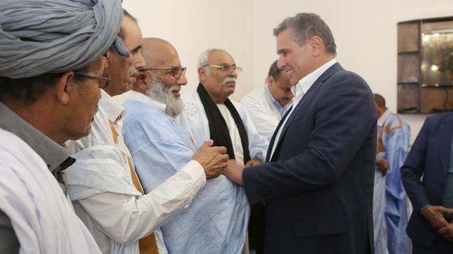 أخنوش يلتقي بشيوخ وأعيان القبائل الصحراوية بالداخلة
