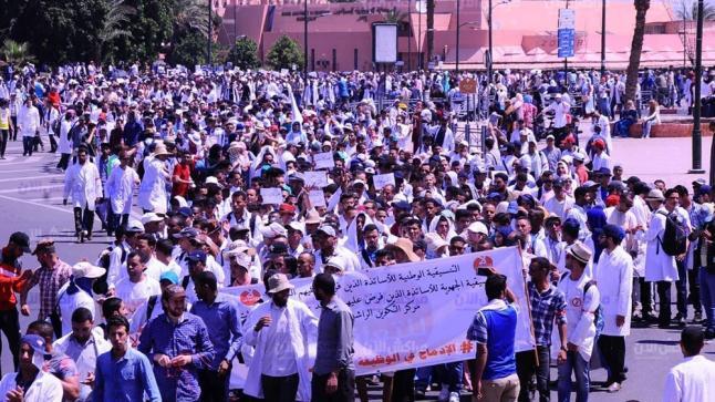 بعد توالي إضراباتهم..الحكومة تعد بإعادة مراجعة النظام الأساسي لأساتذة التعاقد
