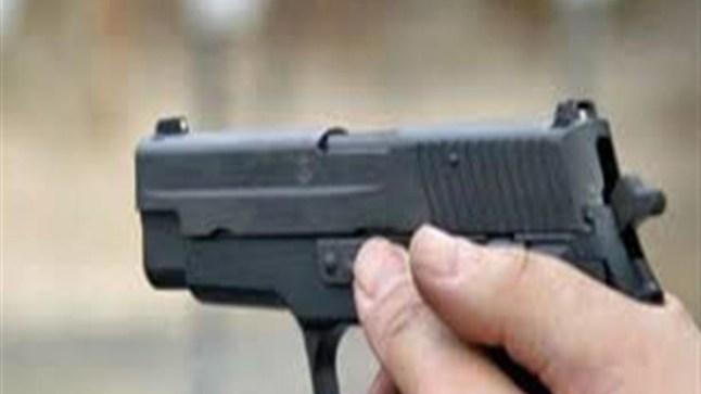 شرطي بالعيون يشهر سلاحه الوظيفي دون استعماله