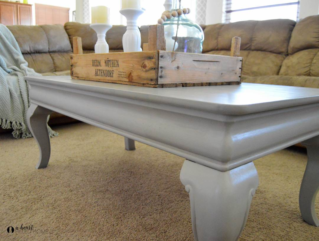 This beautiful coffee table got a farmhouse makeover with just a couple coats of paint! Such an awesome transformation!