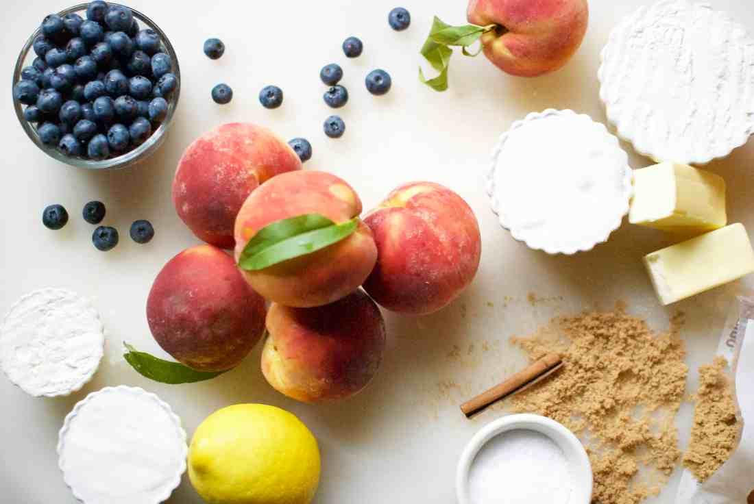 peach & blueberry crumble