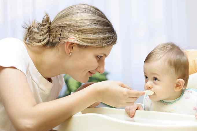 حيل ذكية لإطعام طفلك