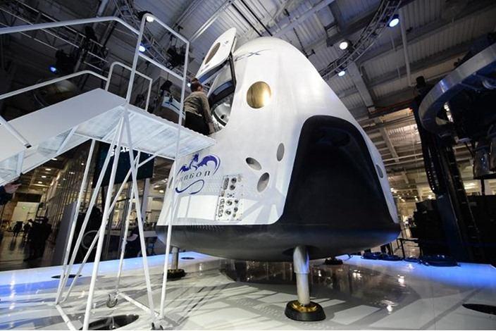 ناسا أعلنت بوينغ وسبيس إكس سوف يشغلان أول مركبة تجارية فضائية عام 2017